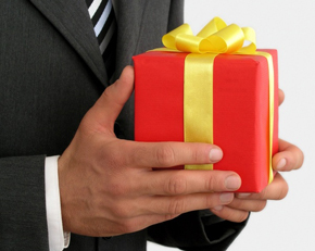A simple guide to choosing a great anniversary gift by petersofkensington.com.au