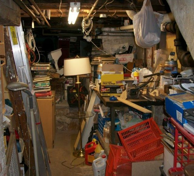 An image of clutter